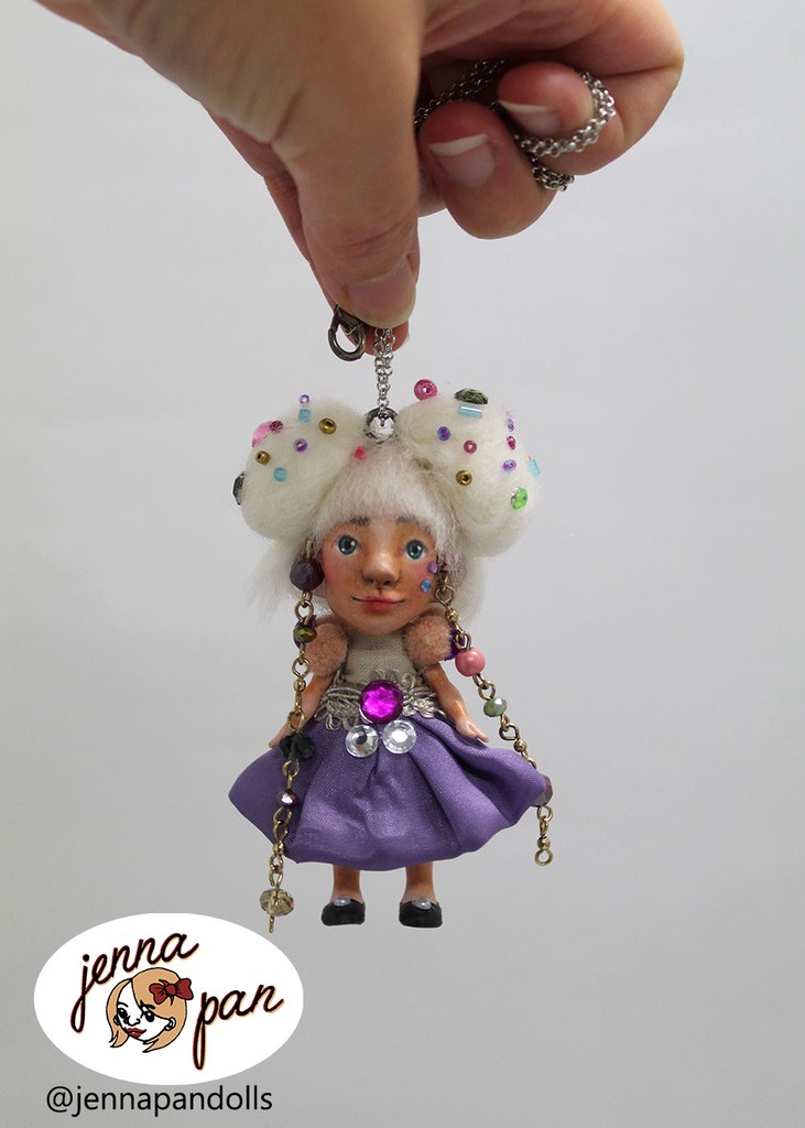 jenna pan dolls poupée faite main création de personnages characterdesign aurore disney aurora ooak doll unique conte de fées fairytale bijou neckalce collier jewel fantaisie fabriqué en france made in france